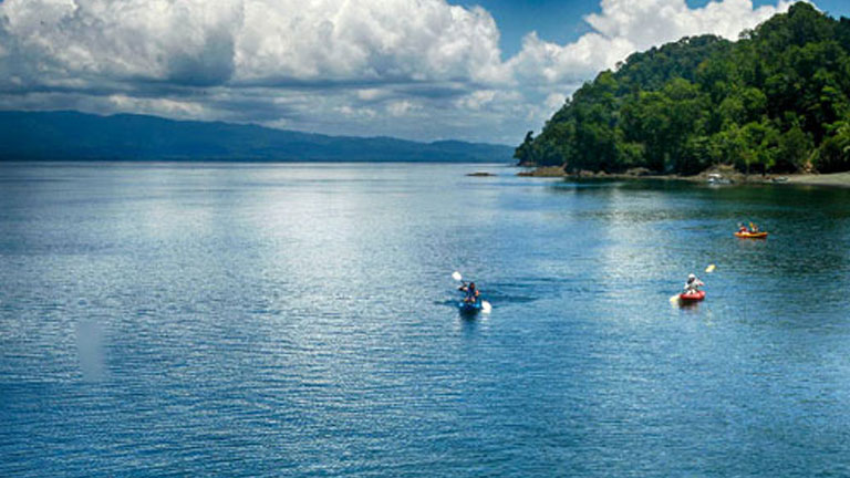 Kayaking on Golfo Dulce by Playa Nicuesa Rainforest Lodge in Costa Rica